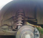 1. Убираем колесо и защиту