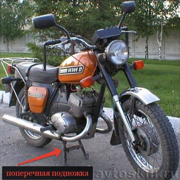 Перед ремонтом мотоцикла его необходимо поставить на поперечную подножку