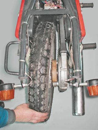 Снятие заднего колеса с мотоцикла