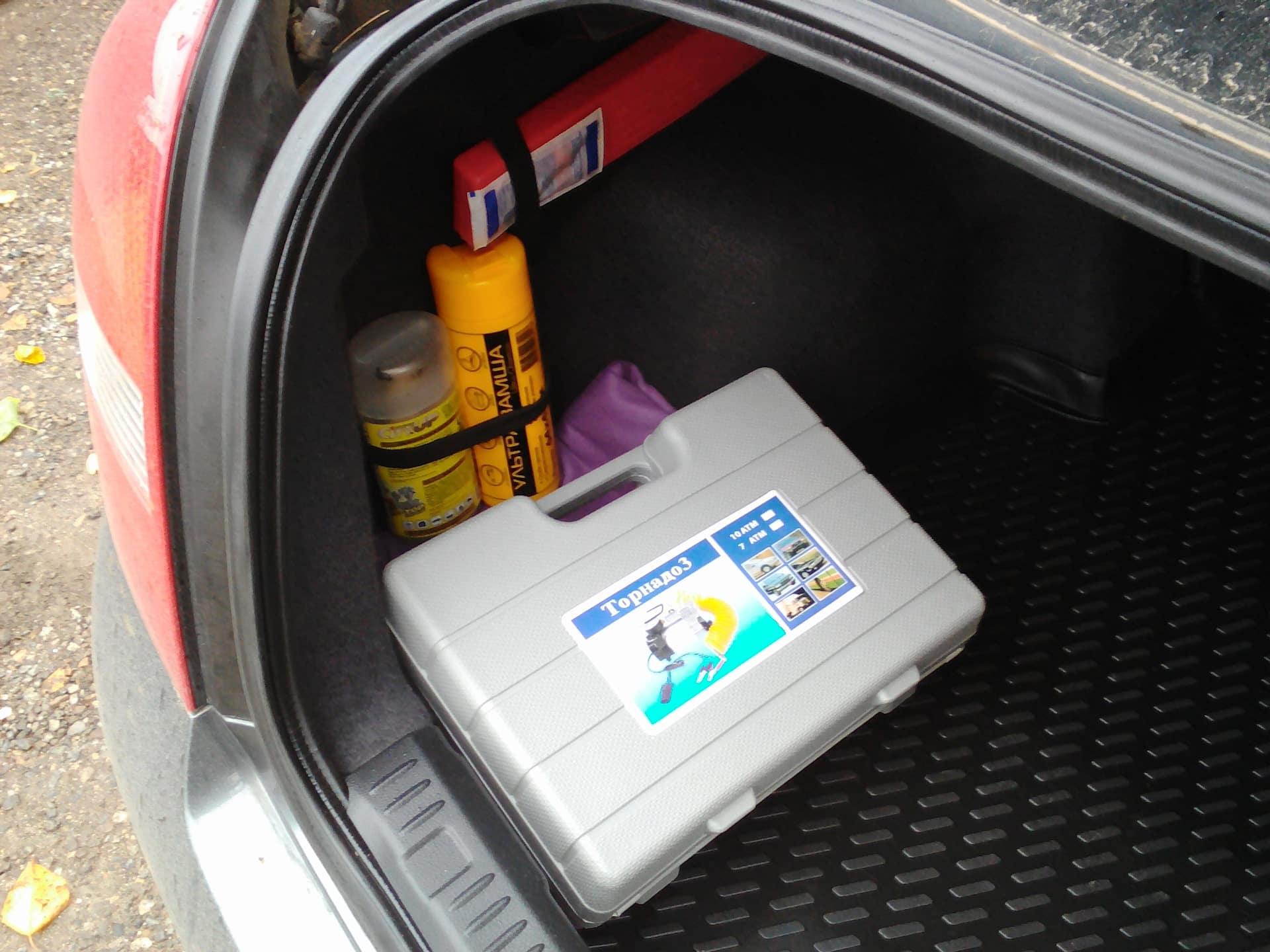 Место, занимаемое стандартным автомобильным компрессором в багажнике