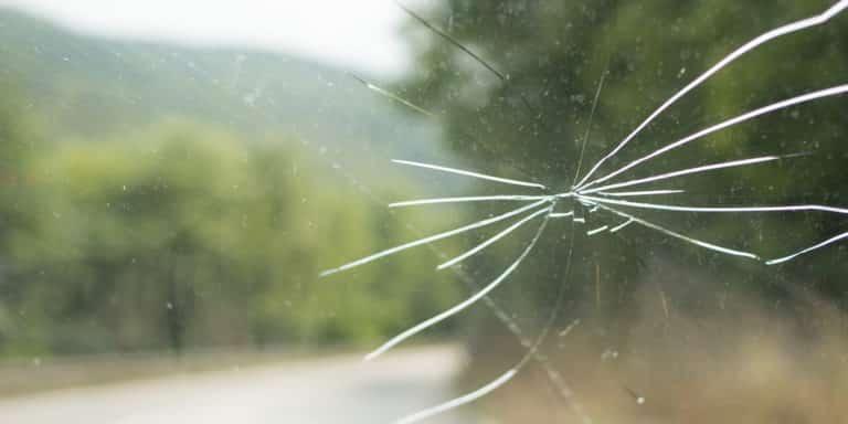 Причины замены лобового стекла