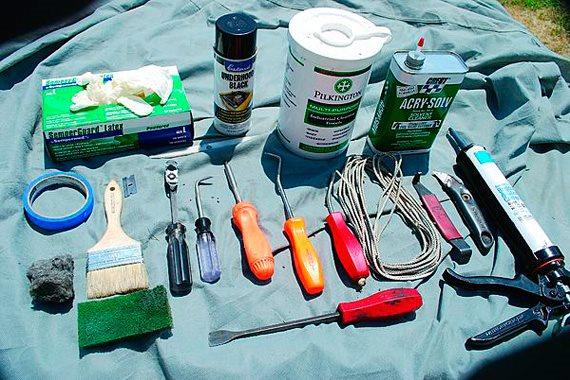 Инструменты и материалы для замены лобового стекла