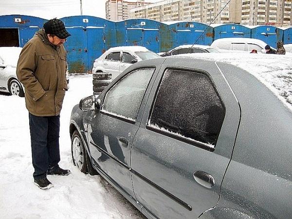Зимой двигатель прогревается дольше, чем летом. Это влияет и на увеличение расхода топлива