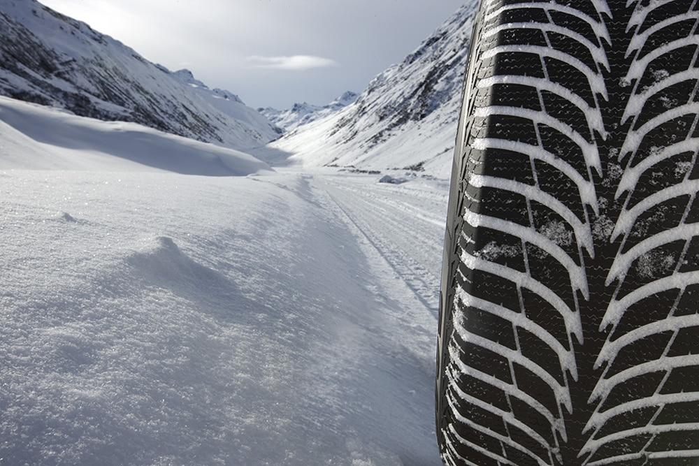 При обкатке зимних шин-липучек необходимо плавно пройти 250-300 км со скоростью до 80-90 км/ч