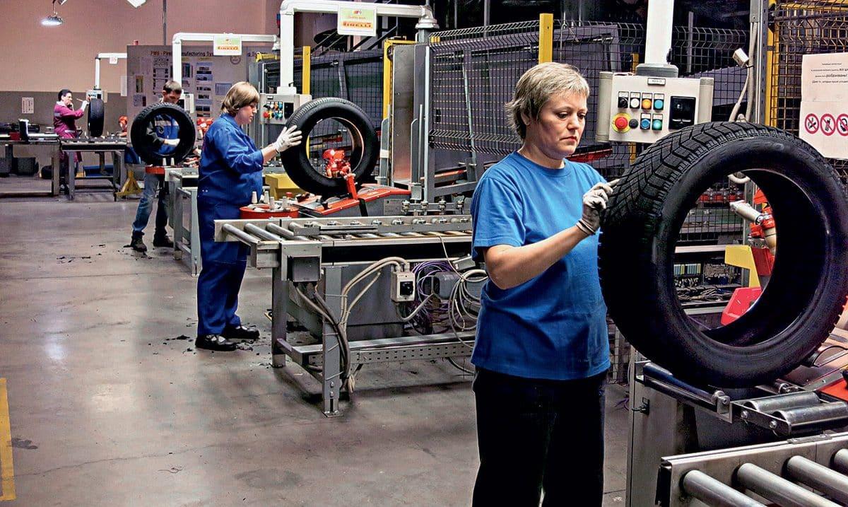 На заводе при придании шинам формы, их покрывают специальной смазкой, которая впоследствии впитывается в резину и может быть причиной ухудшения эксплуатационных характеристик покрышек