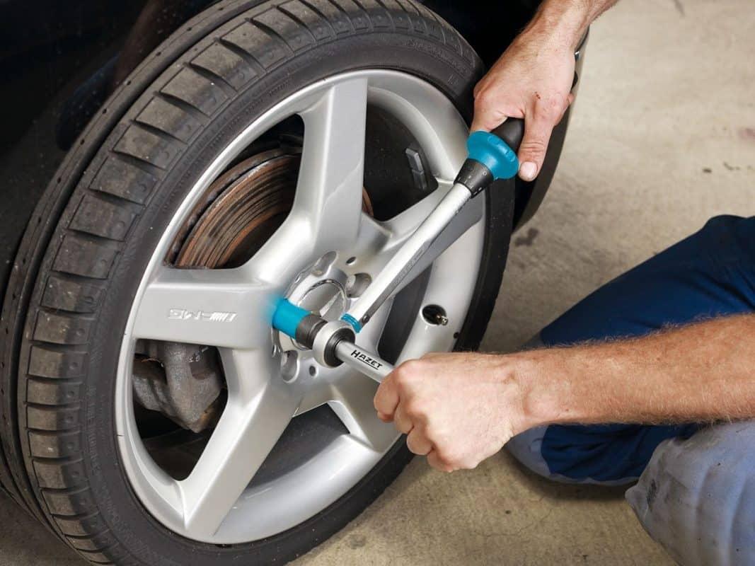 Правильная установка и затяжка колеса автомобиля | Смазывать ли колесные болты и чем