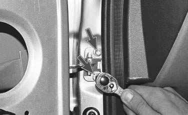 Как снять переднюю дверь на Приоре