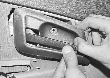 Как снять обшивку передней двери на Приоре