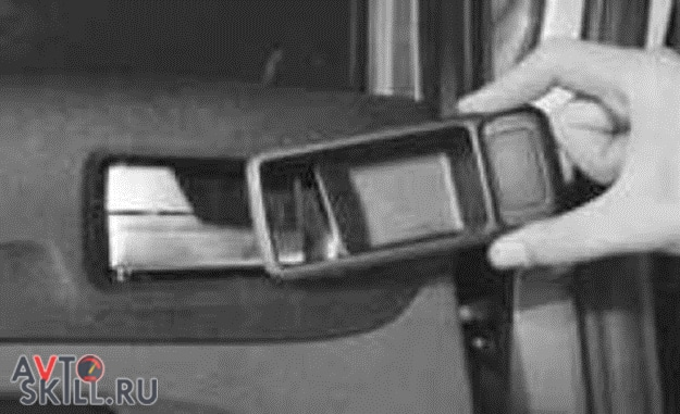 Как снять обшивку с задней двери Форд Фокус 2