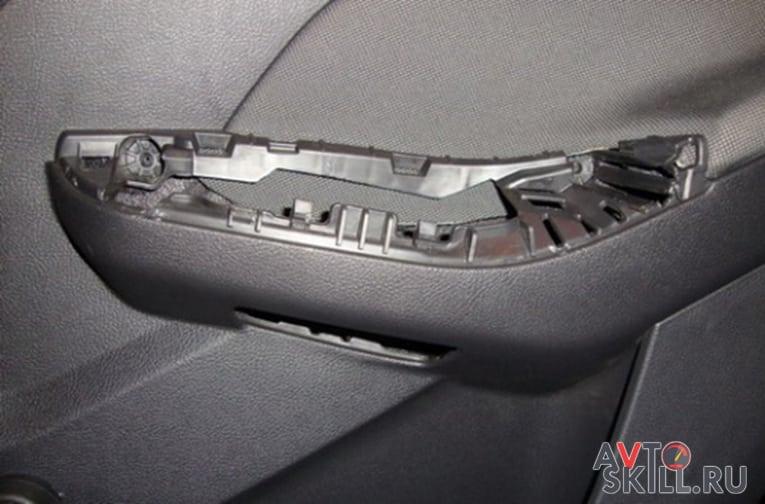 Как снять обшивку с задней двери Форд Фокус 3