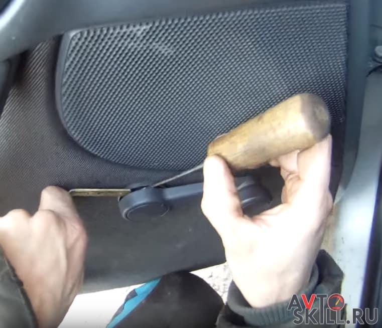 Как снять обшивку с задней двери Форд Фокус 1