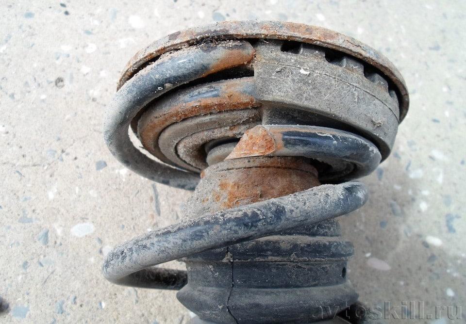 Лопнула пружина амортизатора | Стук, скрежет, скрип, хруст в колесе при повороте