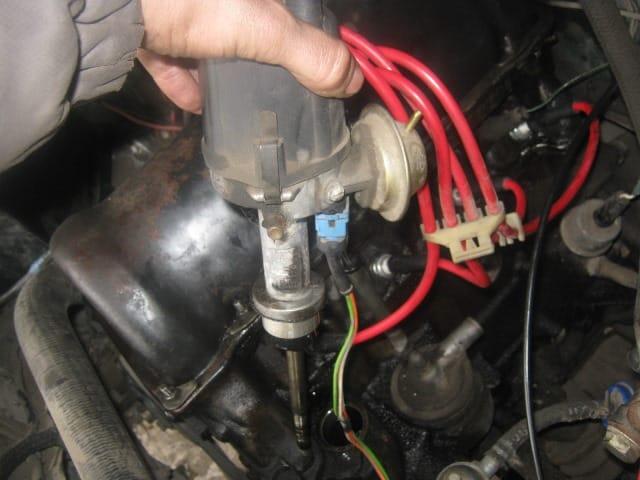 Где может быть влага под капотом | После мойки двигатель не заводится. Что делать?