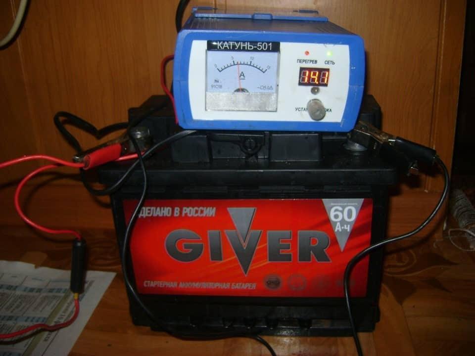 Нужно ли зимой снимать аккумулятор | Как хранить аккумулятор зимой: где лучше хранить, при какой температуре