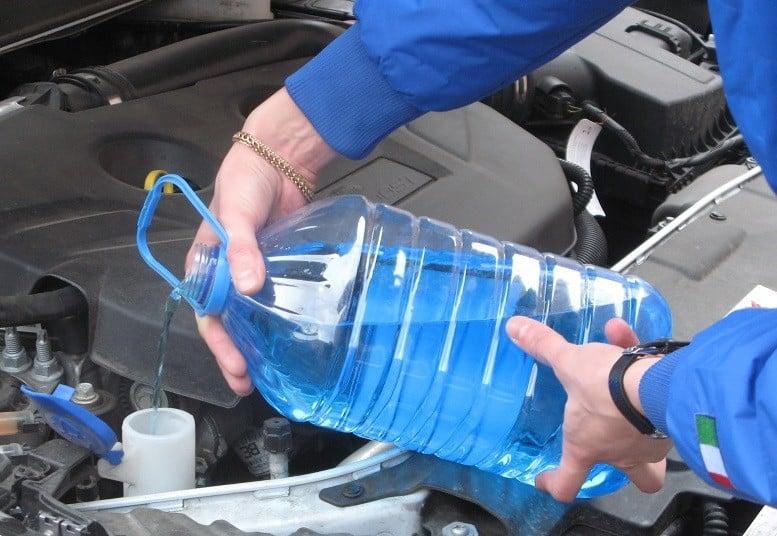 Можно ли заливать воду в бачок омывателя | Как слить воду с бачка омывателя: пошаговая фото-инструкция