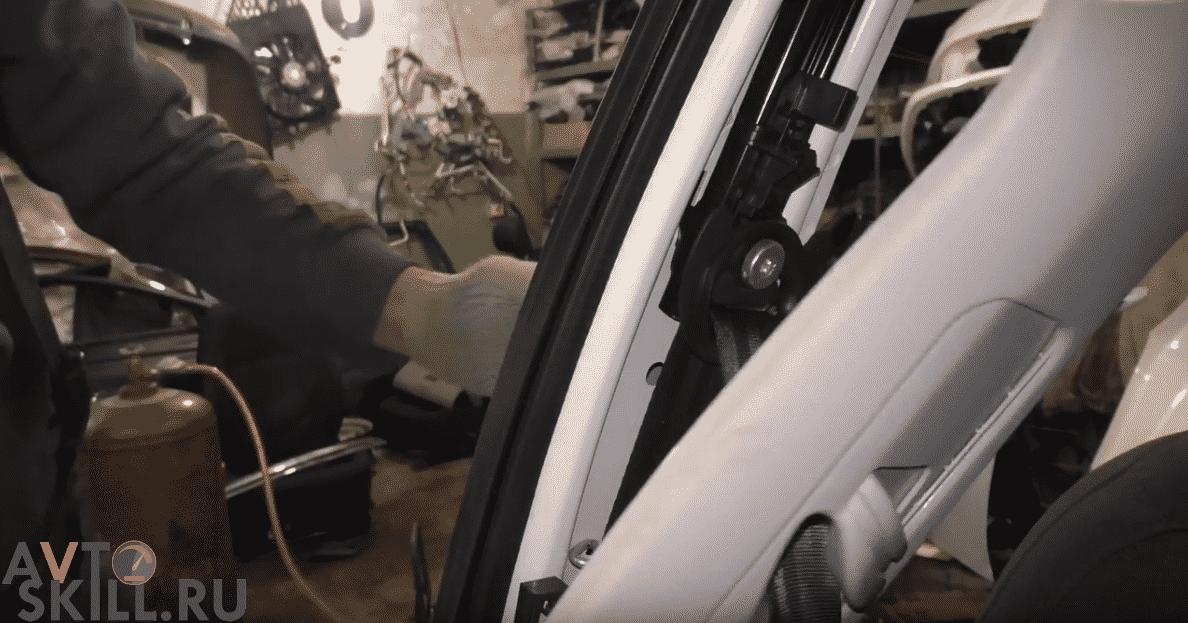 Как вытянуть заклинивший ремень | Как снять ремень безопасности: задний, передний