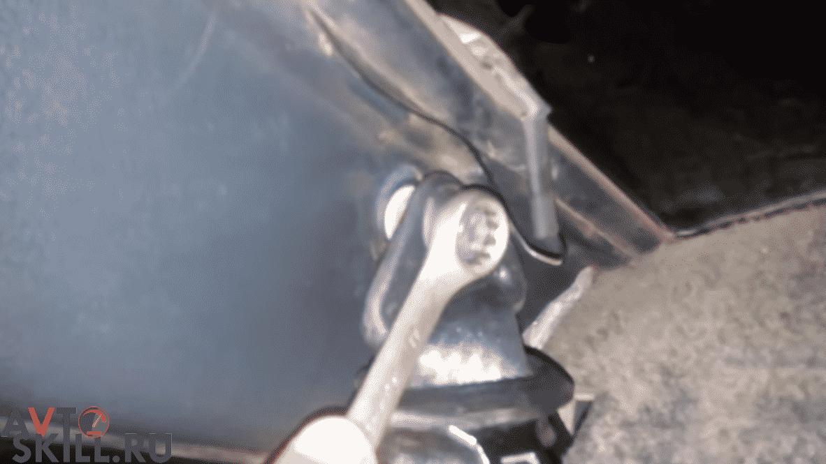 Как снять задние ремни безопасности