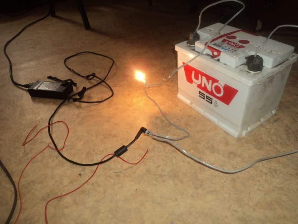 Можно ли заряжать автомобильный аккумулятор от зарядки телефона или ноутбука | Можно ли зарядить автомобильный аккумулятор зарядкой от шуруповерта