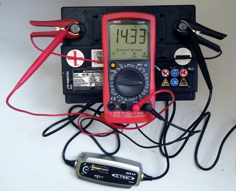 Сколько времени заряжать автомобильный аккумулятор | Можно ли заряжать аккумулятор не снимая клеммы