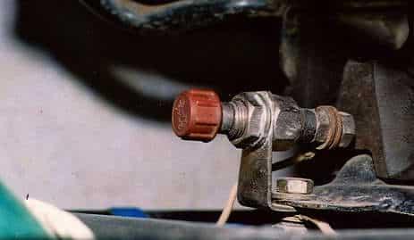 Как правильно отключить аккумулятор на автомобиле | Можно ли заряжать аккумулятор не снимая клеммы