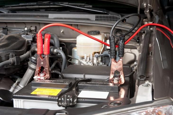 Меры безопасности при зарядке АКБ без снятия клемм | Можно ли заряжать аккумулятор не снимая клеммы