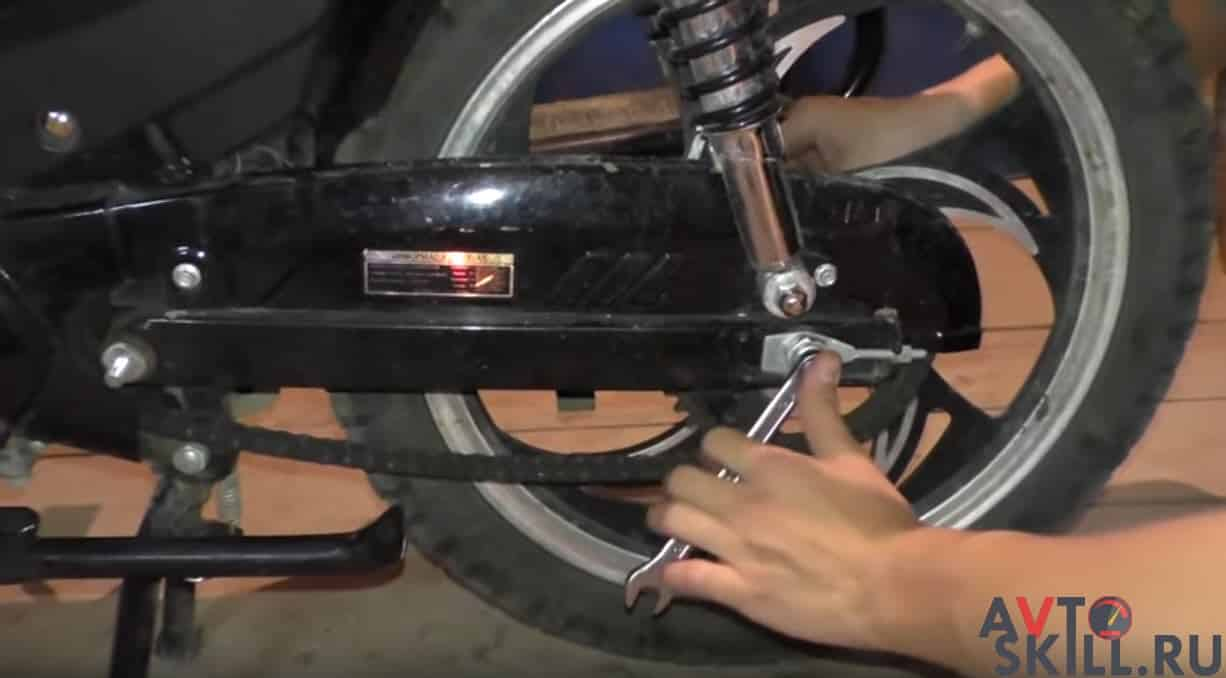 Как натянуть цепь на мопеде Альфа — пошаговая инструкция