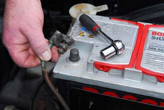 Подготовка машины к работе, необходимые инструменты | Как снять обшивку двери на Лада Гранта: переднюю, заднюю