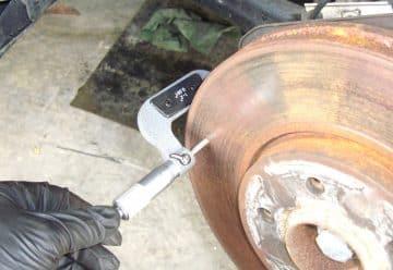 Минимальная толщина тормозного диска: какая должна быть, как измерить, что это такое