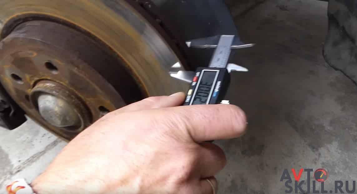 Как измерить толщину тормозного диска