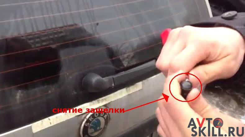 Как заменить амортизатор багажника на иномарке — пошаговая инструкция