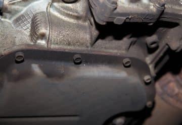 Как снять поддон картера (поддон двигателя, масляный поддон) без снятия двигателя